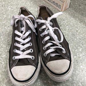 Women's 7.5 converse dark gray low tops